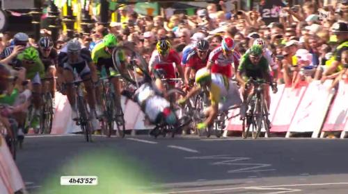 La caduta di Mark Cavendish (Tour de France 05.07.2014)